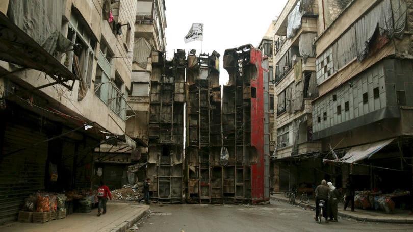 Milhares fogem de Aleppo em meio a ofensiva