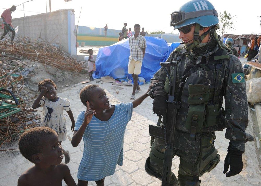 Soldado brasileiro no Haiti, Cité Soleil.