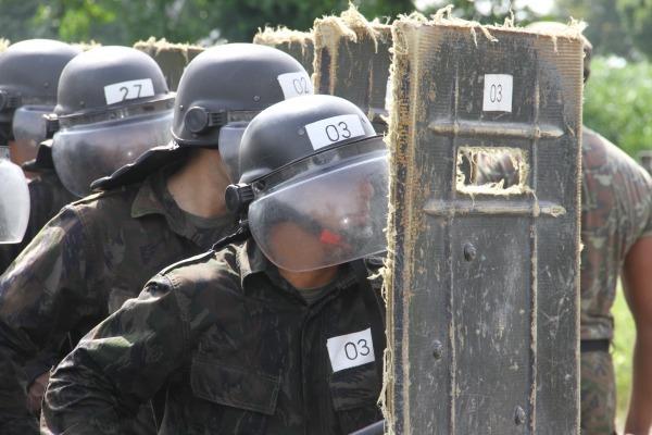 FAB PÉ DE POEIRA : Batalhões de Infantaria do RJ participam de cursos de capacitação.