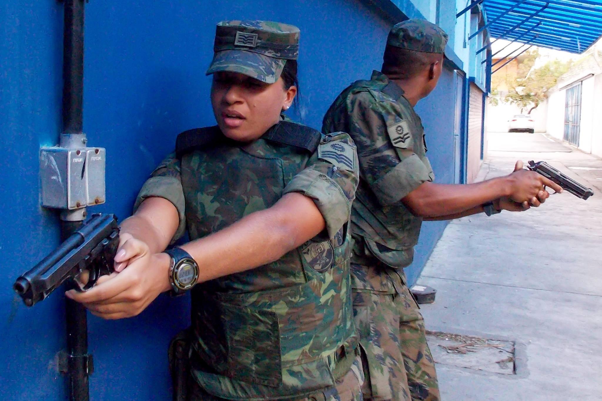 FAB PÉ DE POEIRA: BINFA-14 realiza adestramento de defesa e segurança de Instalações