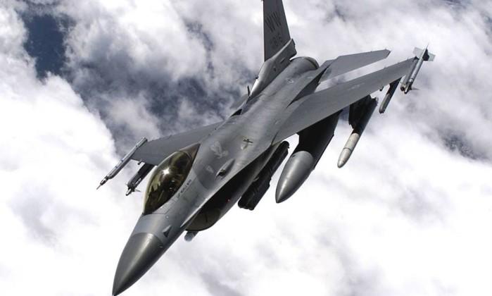 Caça F-16, modelo usado no transporte de equipamentos médicos entre hospitais da Noruega - REUTERS/US Air Force-Handout