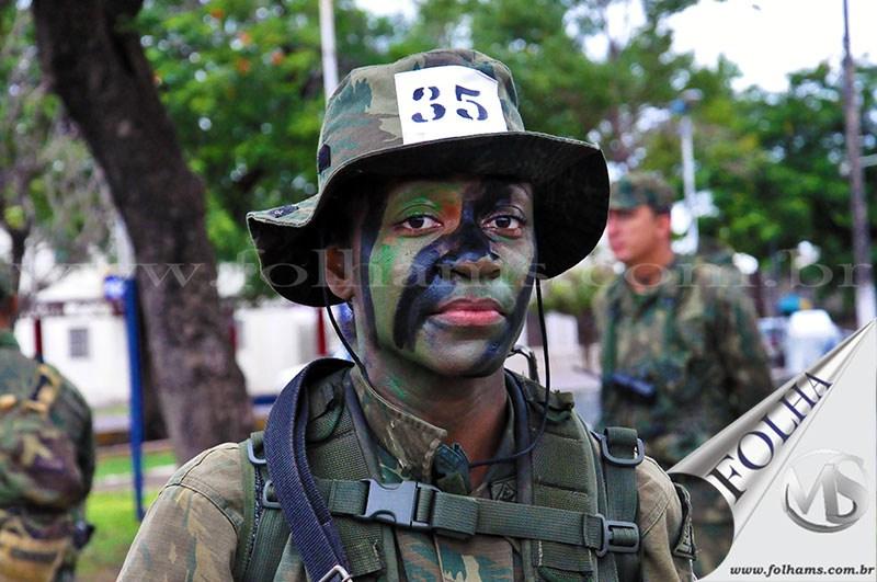 A Tenente Fuzileiro Naval Débora Freitas será a primeira mulher combatente das Forças Armadas do Brasil. Ela está participando do curso de Guerra Anfíbia, em Ladário-MS. Concluída essa especialização, ela entra para a história.