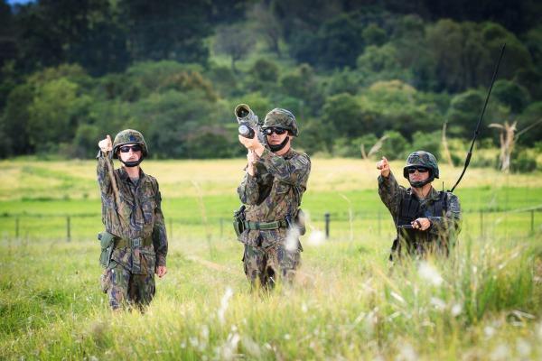 FAB PÉ DE POEIRA: Força Aérea Brasileira e Exército treinam para defender arenas esportivas