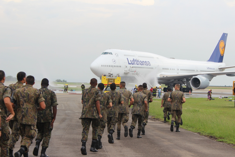 FAB PÉ DE POEIRA: BINFAE-GL participa de exercício simulado de emergência aeronáutica