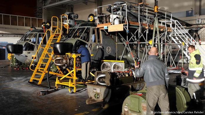 A frota de helicópteros da Bundeswehr também acusa lacunas dramáticas. Apenas dez dos 31 modernos modelos de combate Tiger estão operacionais, e dos 22 helicópteros Sea Lynx da Marinha, somente quatro ainda funcionam. Os veículos de transporte NH90 e CH53 apresentam números semelhantes.