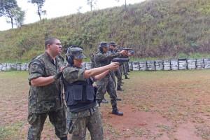FAB PÉ DE POEIRA: Tiro com pistola 9mm