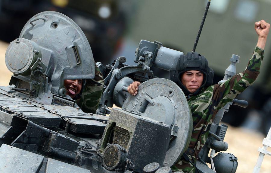 """tripulação do Exército da Nicarágua esteve presente nos Jogos Militares Internacionais """"ARMY-2015"""" onde competiram utilizando carros de combate T-72B3 fornecidos pelos anfitriões russos (Evgeny Biyatov / RIA Novosti)"""