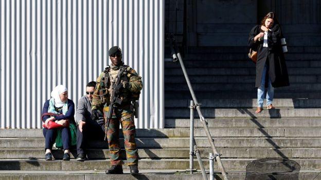 Suspeitos de integrar célula de Verviers estão sob julgamento no Palácio da Justiça belga