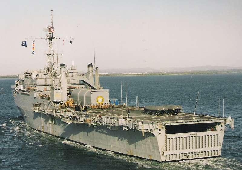 Marinhas de Argentina e Chile buscam no mercado um modelo de navio-doca de assalto anfíbio que caiba nos seus orçamentos