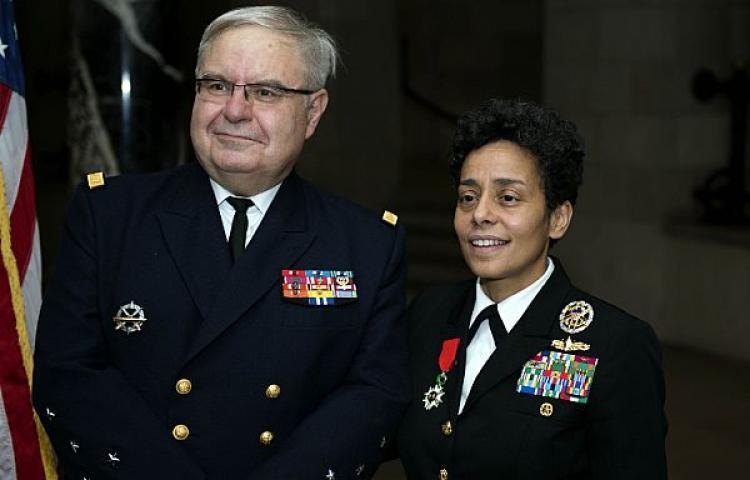 'US Navy' nomeia uma quatro estrelas negra para comandar as suas forças navais na Europa e na África