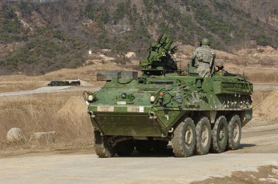 Acima: O Exército dos Estados Unidos usa o 4466 unidades da família Stryker, outro derivado do Piranha III, para funções de transporte de tropas, comando, ambulância, reconhecimento entre outras.