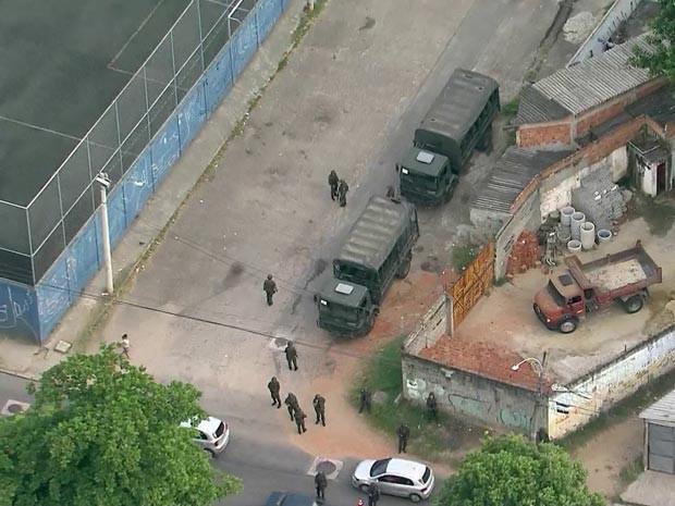 Cerca de 250 homens patrulham comunidade em Guadalupe (Foto: Reprodução / TV Globo)