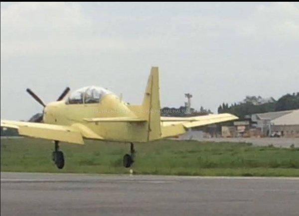 TECNOLOGIA: Treinador básico indiano fez hoje o seu primeiro voo; Força Aérea diz que comprará 72 unidades
