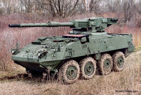 Acima: O M-1128 MGS (Mobile Guns System) é a versão com amamento mais pesado do Piranha III desenvolvido pela General Dynamics Canadá para o exército dos Estados Unidos (US Army). Seu canhão M-68A2 de 105 mm tem carregamento automático.