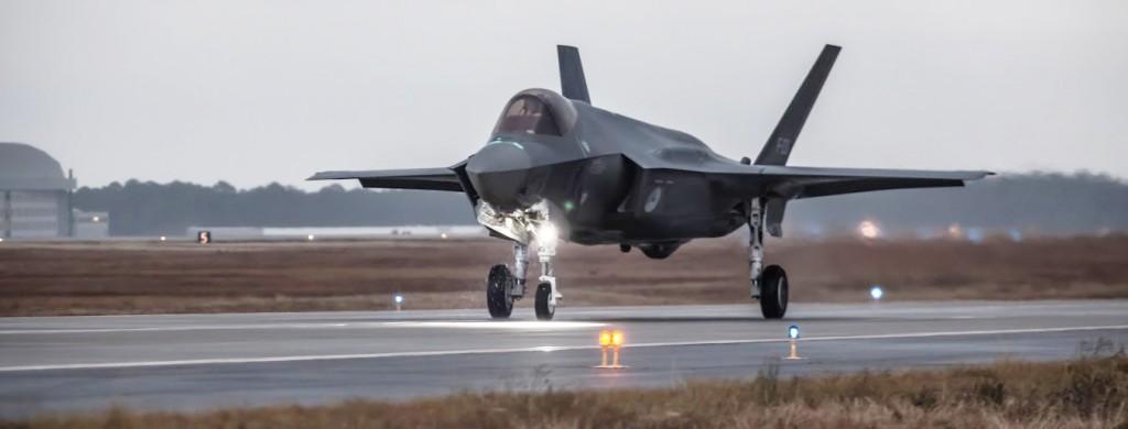 F-35 não muito mais barulhento que F-16, dizem holandeses