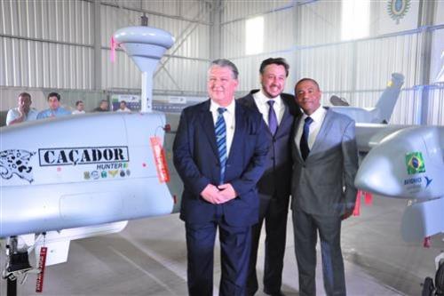 """Drone da empresa brasileira  Avionics será  lançado  hoje.  O VANT """"Caçador"""" fará o primeiro voo oficial em Botucatu (SP)"""