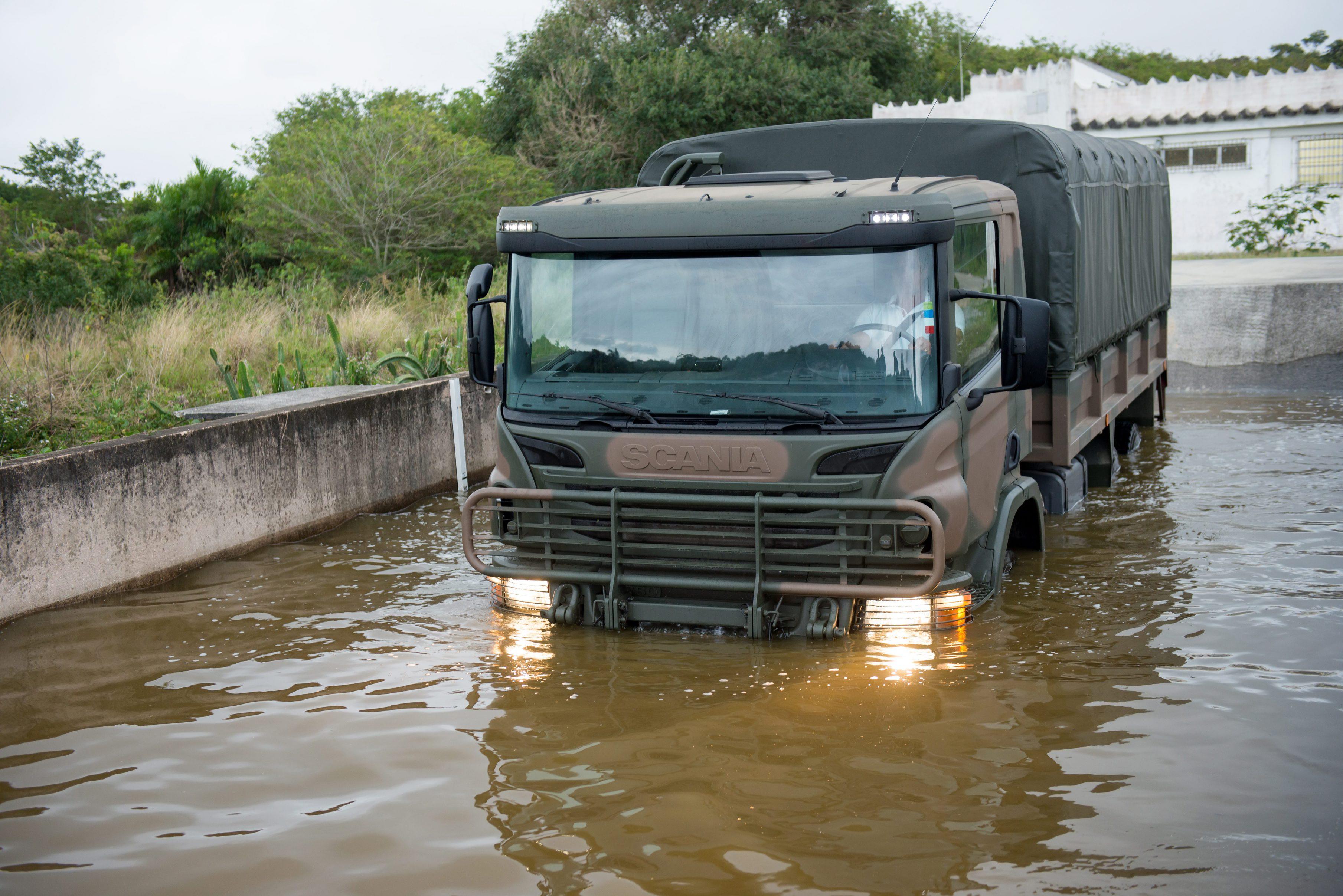 Scania P 360 6x6 /Foto Wagner Menezes