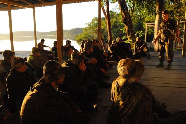 Curso de Adaptação Básica ao Ambiente de Selva (CABAS) prepara militares para sobrevivência na selva amazônica