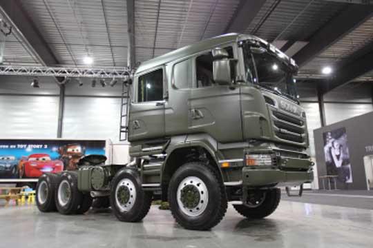 O Scania R730 possui motor V8 de 730 cavalos, por isso desempenha com muita soberania o transporte pesado em missões de paz.