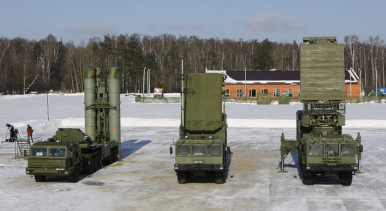 S-400-Battery-Components-Missiles.ru-2S