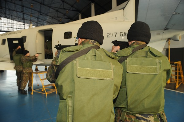 FAB PÉ DE POEIRA: Batalhão de Infantaria da Aeronáutica de Florianópolis BINFA-25 participa de  exercício simulado de apoderamento ilícito de aeronaves