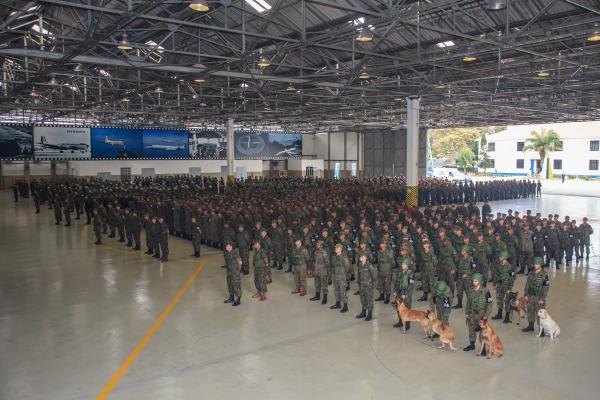 FAB PÉ DE POEIRA: Comandante do COMGAR inspeciona postos de segurança da FAB no Rio