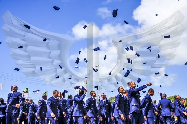 FAB PÉ DE POEIRA: Infantaria da Aeronáutica forma 422 novos soldados.