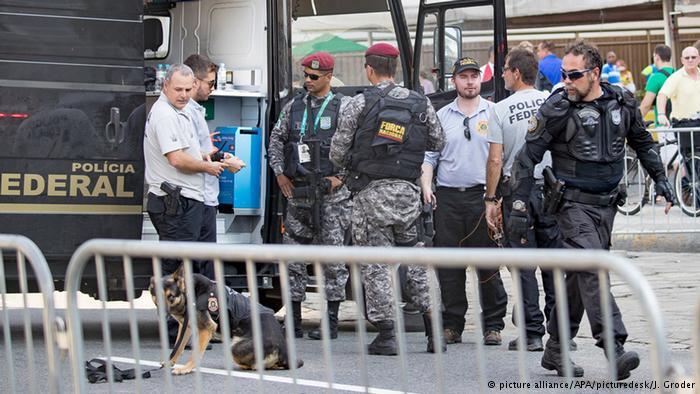 Grupo Antibomba da Polícia Federal em Copacabana