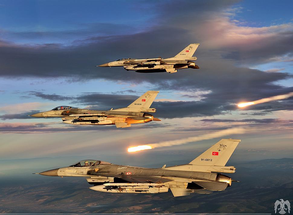 Aviões turcos voltarão a atacar EI, após acordo com a Rússia