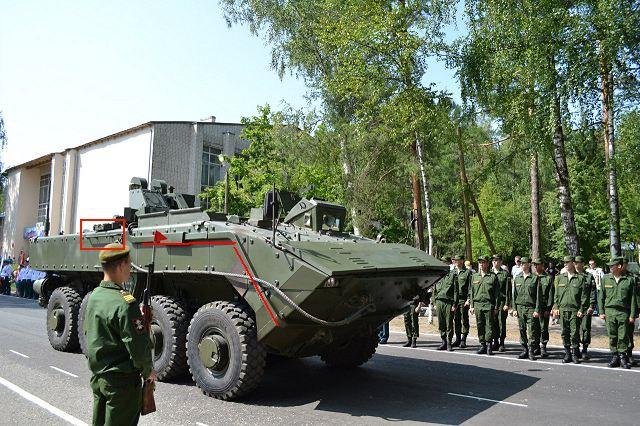 Novas versões K-16 e K-17 da viatura blindada Bumerang foram reveladas durante a parada militar em Smolino