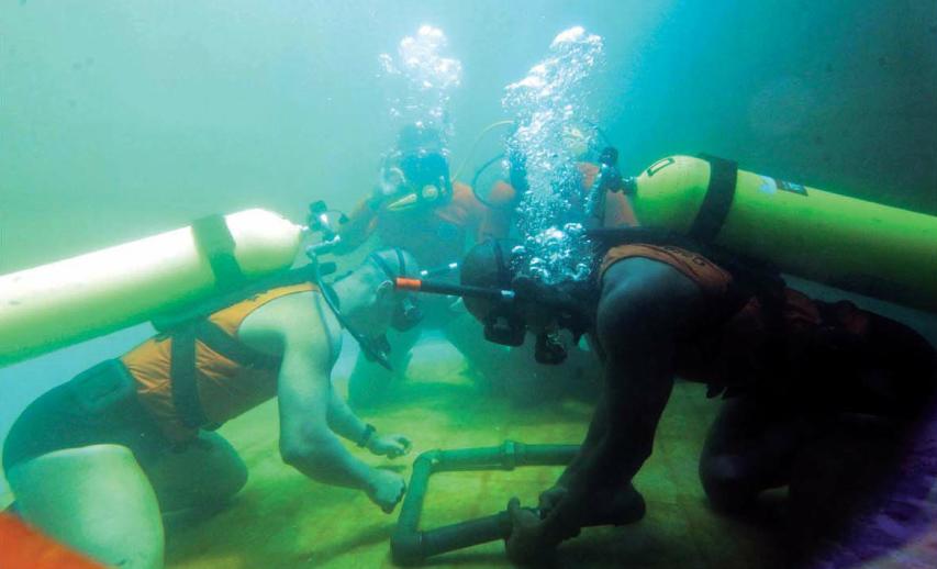 EXCLUSIVO: Marinha veta presença dos mergulhadores do Corpo de Bombeiros/RJ nas buscas, debaixo d'água, ao caça que sumiu na Região dos Lagos