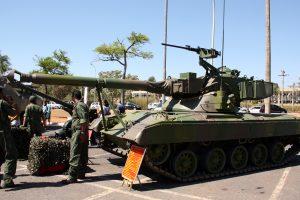 Segundo Jane's o Corpo de Fuzileiros Navais da Marinha do Brasil estuda modernizar o SK-105a2 e adquirir veículos blindados 4×4 e 6×6