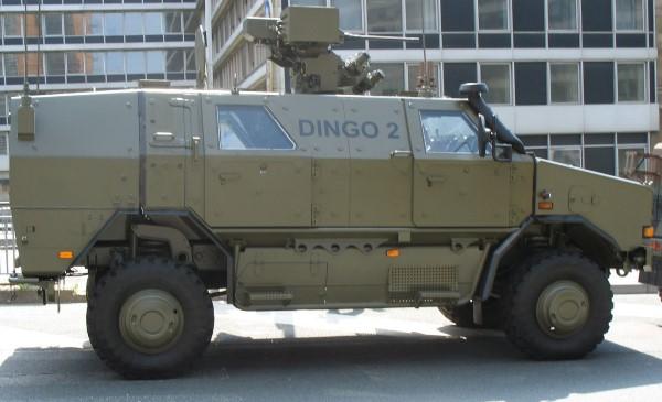 Acima: O Dingo 2 é uma versão aprimorada do modelo Dingo 1 capaz de transportar mais carga e com melhor proteção balística.