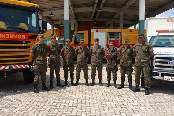 FAB PÉ DE POEIRA: Militares do Campo de Provas Brigadeiro Velloso prestam socorro a feridos em acidente