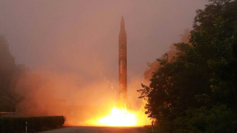 Coreia do Norte faz nova demonstração de força com três mísseis balísticos