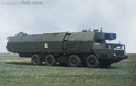 Acima: O veículo de serviços de combate fornece energia elétrica para a bateria de artilharia, assim como acomodação para a tripulação que opera todo o sistema.