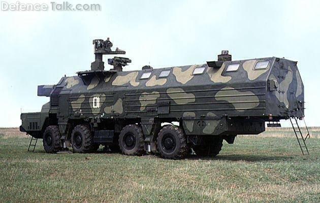 Acima: O controle de fogo é executado, normalmente pelo veículo de comando equipado com sistemas que lhe permitem acompanhar quatro alvos simultaneamente.