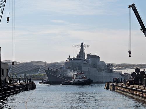 O esforço de recuperação dos meios da Esquadra: fragata 'Defensora' inicia seu último período de docagem antes de voltar à ativa