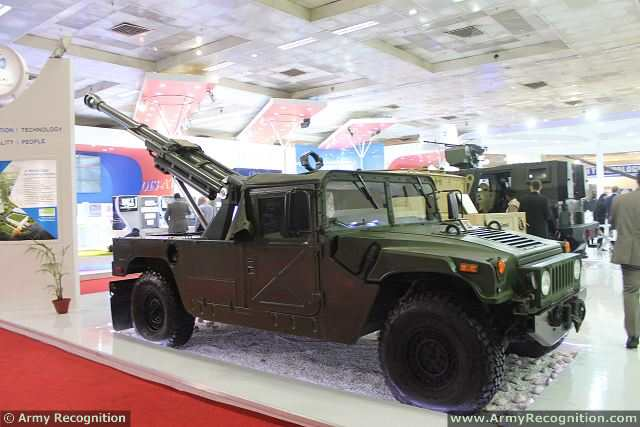 garuda-105_ultra-light_105mm_field_gun_mounted_on_humvee_kalyani_group_india_defense_industry_defexpo_2014_002