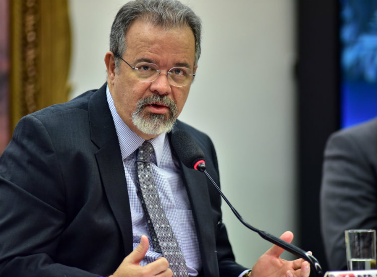 EXCLUSIVO: Jungmann intervém pessoalmente em dois aspectos das operações comerciais brasileiras com armamentos