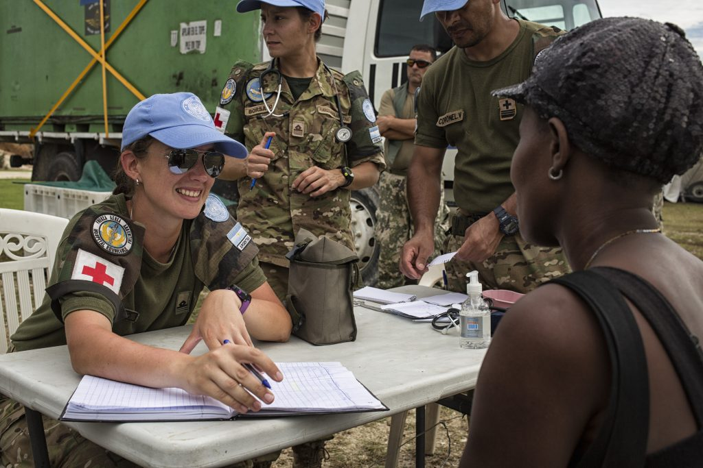 Argentinian peacekeepers with the United Nations Mission in Haiti (MINUSTAH) gave medical aid to people affected by Hurricane Matthew Wednesday October 19, 2016. The category 4 hurricane passed across the western region of Haiti leaving nearly complete destruction in its wake. Photo Logan Abassi UN/MINUSTAH