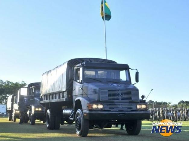 Exército doa três caminhões para transporte de tropa para o Batalhão de Choque da Polícia Militar de Mato Grosso do Sul