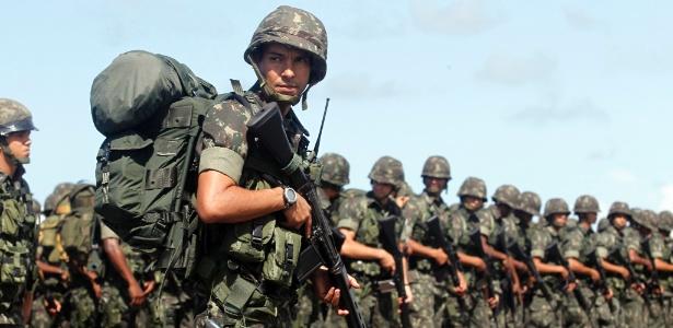 Coronéis do Exército são acusados de liberar armas de forma irregular em SP