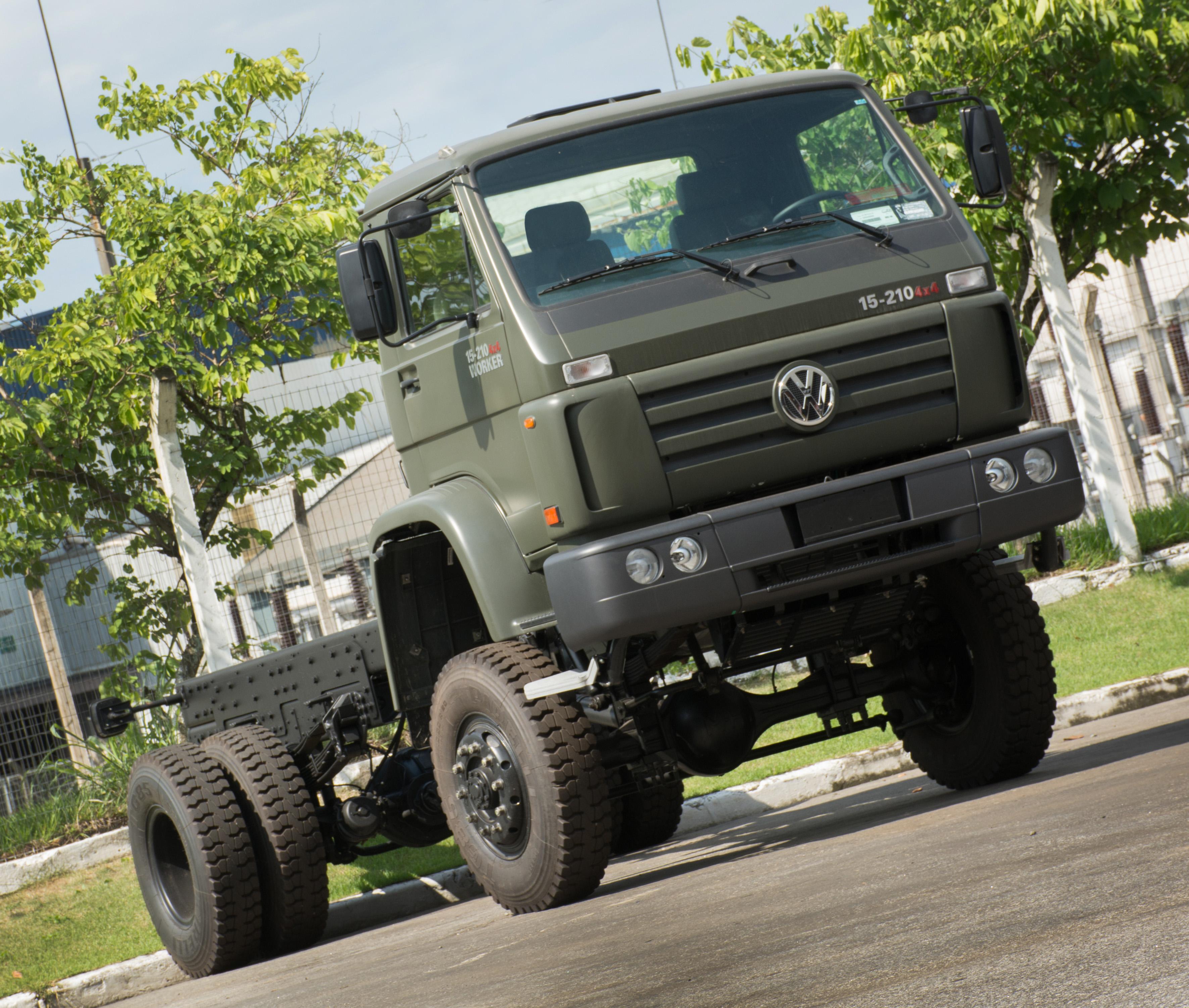 Caminhões Worker 4×4 desenvolvidos para uso militar conquistam espaço no mercado civil