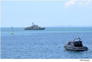 """NPa """"Gravataí"""" e lancha da CPBA controlam área marítima próxima ao porto"""