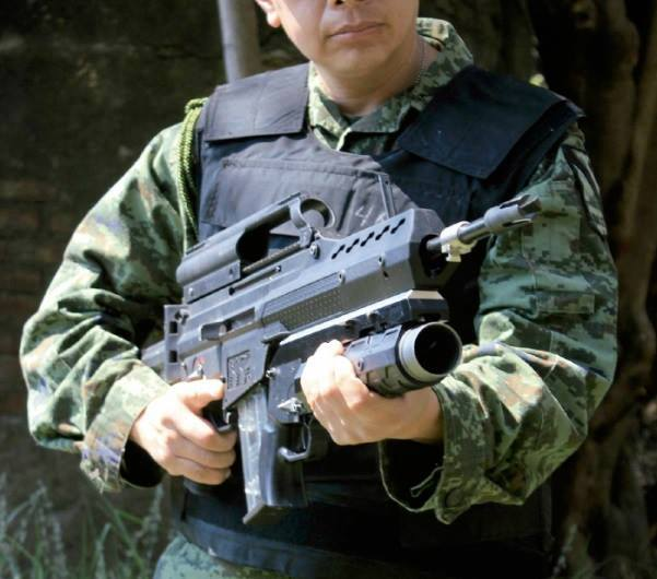 Acima: A lançador de granadas AG-36 em calibre 40 mm é um dos sistemas que podem ser integrados ao FX-05. O antigo M-203, de fabricação norte americana também pode ser usado.