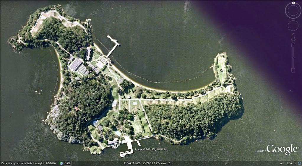 A Ilha do Boqueirão localiza-se ao norte da ilha do Governador, no interior da baía de Guanabara