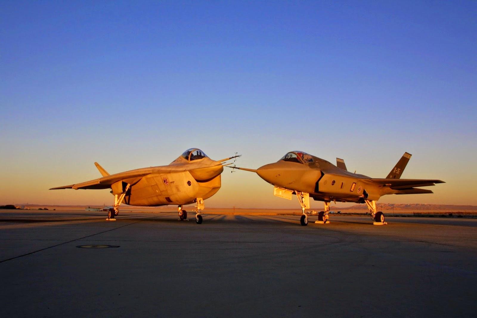 Acima: A esquerda o modelo Boeing X-32, derrotado pelo X-35, a direita, desenvolvido pela Lockheed Martin. Notem que o desenho do X-35 é bastante mais convencional que o X-32.