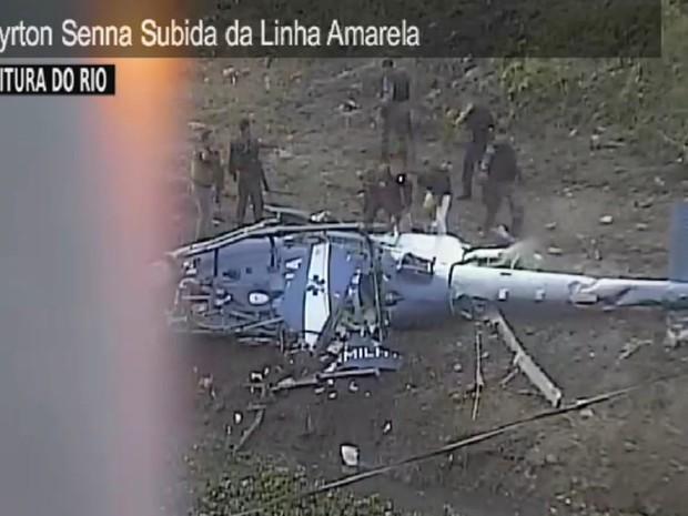 Helicóptero caiu na região da Cidade de Deus (Foto: Reprodução/ Centro de Operações Rio)