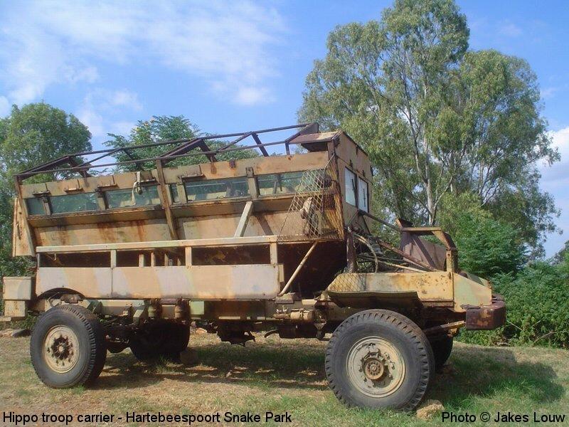 Hippo um dos primeiros veículos desenvolvidos para suportar explosões de minas. Foi desenvolvido pela Africa do Sul e usava um chassi do caminhão Bedford RL.